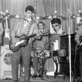 The Blue Rockin' Stars tijdens een optreden in Zundert 1961. vlnr.: Henk de Vries, Hans Emmerik, Wil Haneveer en Charles de Cort