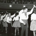 Dansshow en eindbal van Dansinstituut Leo Tiggelman in Stadsschouwburg Concordia aan het Van Coothplein (1955)