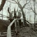 Ponthon, Loulou en Andy Tielman in het Mastbos nabij de Baronielaan in Breda (ca. 1957/1958))