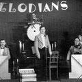 THE MELODIANS Herman van Poll (voorgrond) - Hendrik Gijzen (drums) (fotocollectie: Diny Clerx-Gijzen)