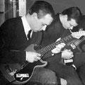 Charles de Cort en Rein Klooster ingespannen bezig om Blue Star in te studeren (1963)