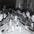 De Fatimo's tijdens een feestje. met links op de voorgrond Corry Bierstekers en rechts Ida van Aken (van het duo The Corrida's)