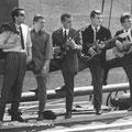 The Blue Rockin' Stars 1964 De laatste samenstelling op een boot voor het Spanjaarsgat in Breda. v.l.n.r.: Hans Emmerik, Wil Haneveer, Charles de Cort, Rien Michielsen, Harry Aldenhoven