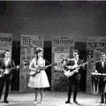 THE NEW HEADLINES 1963 in Vlaamse TV show vlnr: André de Winter - Mia van Oosterhout - Kees van Dijk - Hans van Dijk (fotocollectie: André de Winter)