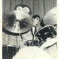 THE INSTIGATORS: Eddy Ponjee met Trixon drumstel (1965)