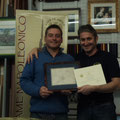 """Premiazione del """"Maresciallo"""" 2011: Stefano Plescia che riceve un attestato e una stampa napoleonica originale"""