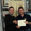 """Il Vice-Presidente del club, Franco Iacca, premia il miglior """"Divisionale"""" 2010, Stefano Plescia"""