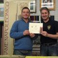 """Premiazione del """"Valoroso"""" 2011: Stefano Plescia che riceve un attestato e la medaglia di S. Elena originale"""