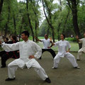Fototermin mit Chen Bing (Alfie in schwarz-rot li hinter CB) im Graben, Chenjiagou 8/2013