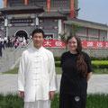 mit Meister Chen Bing im Museumsgelände in Chenjiagou 2011