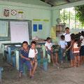 in der Schule des Shiripuna-Dorfes
