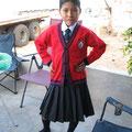 Jaritza mit ihrer Schuluniform