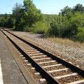 Blick auf Gleis4 und dem Bahnsteig, hier ist noch zu erkennen, wo sich Gleis5 befand