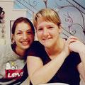Das sind Jana (li.) und Stephi, die die Aktion tatkräftig und vor Ort unterstützt haben bzw. immer noch tun. Ein wirklich dickes udnherzliches DANKESCHÖN an euch!!