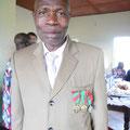Joseph, infirmier accoucheur à Mbouo, Triple médaillé du travail !!