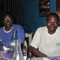 On se requinque avant de prendre la route pour Mbouo