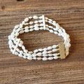 131) Armband mit Süsswasserperlen und Elfenbein, Verschluss Gelbgold 585, 850.-