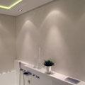 Privathaus | Elektro-Installation - hier: stimmungsvolle, teils indirekte Badbeleuchtung