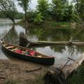 Frühmorgens gleiten wir geführt von einem Nationalpark-Ranger durch wilde Nebenarme der Donau