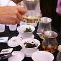 蓋椀、TEAサーバーなど、いろいろな茶器でサービス。