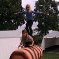 Doppel am Holzpferd