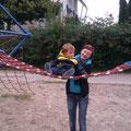 Aaron klettert mit Vicky