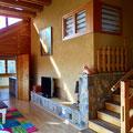 helles Wohnzimmer mit Digital-TV