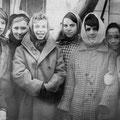 Лида Иванова,Валя Нестерова,Лида Игнатьева,Валя Говорова,Люда Григорьева,Фиалка Янсиарова,Клара Еникеева, а в центре любимая Нина Ивановна Чухрова
