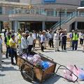 自治会ゴミゼロ運動として市内の一斉清掃を実施、駅前キャンペーンも行われた(撮影 広報委員 松村)