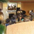 2005年 エアレジデンス新浦安オーナーズクラブ自治会夏祭り 室内ではミニコンサートも開催された