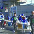 ベイシティマラソンにも自治会が給水や警備で協力