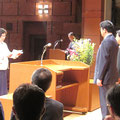 自治会連合会表彰式が開催され、会長等の退任者、永年勤続の方々に表彰状が送られた