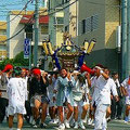 2010年 富士二祭 富士見二丁目自治会の祭り「富士二祭」が開催され、「富士二会ふ組」と自治会が協力して、神輿を担ぎ、子どもたちは山車を引いた