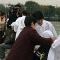 2005年 浦安市防災訓練 三角巾取扱い訓練の様子