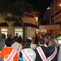 「火の用心」夜間路上禁煙運動のキャンペーンが市内の3つの駅前で開催され、夜間の路上での禁煙や防火を呼びかけた