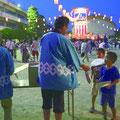 浦安市納涼盆踊り大会では、80の自治会から担当者が出て盆踊りの警備を行った