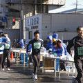冬:ベイシティマラソンにも給水や警備で応援