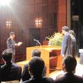 自治会連合会表彰式が行われ、59名の方々に表彰状が手渡された