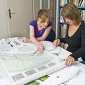 Zeichner/innen sind Teamplayer und arbeiten interdisziplinär.