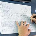Von Hand zeichnen die Berufsleute vorwiegend Skizzen von Details, auf der Baustelle oder an Besprechungen.