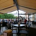 Nous aimons les bars en Espagne, les dames et les mamies y viennent tous les soirs déguster un petit vin blanc ou un café letche