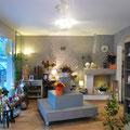 Création d'une ambiance charme dans une boutique de fleurs avec un travail de décors au plafond