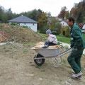26.10.2012: Wir 4 beim Holz Umschlichten