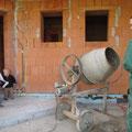 6.10.2012: eine neue Fuhre Mörtel fürs Schlitz-Auswerfen