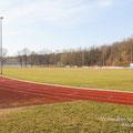 Fußballplatz und Laufbahn