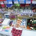 Булавки декоративные, бабочки на прищепках и магнитах, муляжи фруктов