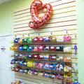 Кстати, все фольгированные шары, цифры  и фигуры, которые продаются в нашем торговом зале — их все можно так же можно надуть гелием.