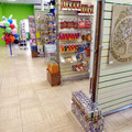 Главный проход торгового зала магазина