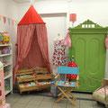 Accessoires, Spielwaren und Zimmerzelt von Trouvaille kids, Schrank von Puce et plus.