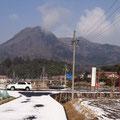 今朝の龍頭山(雪景色かと思いきや…?)